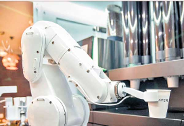 அமெரிக்கா ரோபோ, காபி ஷாப்,  இன்ஜினியர் ஹென்றி கியூ , கேப் எக்ஸ், வாடிக்கையாளர்கள்,காபி தரும் எந்திரன், அமெரிக்கா சான்பிரான்சிஸ்கோ , USA Robot, Coffee Shop, USA San Francisco, Engineer Henry Kue, Cape X, Customers,