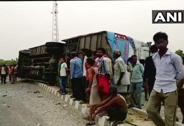 பஸ் விபத்து, மெயின்புரி சாலை, உத்தர பிரதேசம் ,தனியார் பஸ் விபத்து,   Bus accident, mainpuri road, Uttar Pradesh, private bus accident,