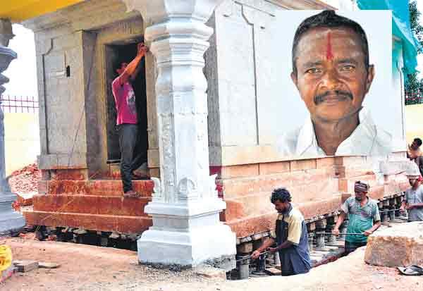 தேனியில் 300 டன் கோயில் கருவறை  ஜாக்கிகளால் 3.15 அடி உயர்த்தப்பட்டது