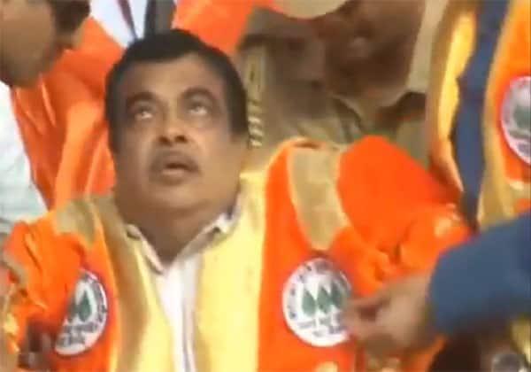 கட்காரி, மத்திய அமைச்சர், மயக்கம், பல்கலை,Gadkari,stage,  university convocation, Maharashtra