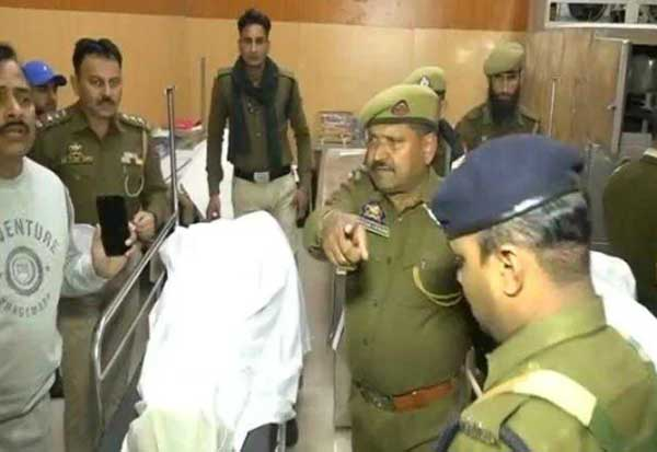 சிஆர்பிஎப் வீரர்கள் இடையே மோதல் : 3 பேர் பலி Tamil_News_large_2238096