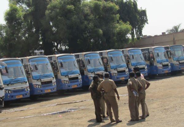 பயணியரின் ஓட்டுகளை அள்ள தேர்தல் விதிமீறி 300  பஸ்கள் இயக்கம்