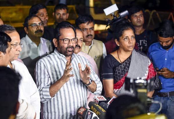 மம்தா அராஜகம்:தேர்தல் ஆணையரிடம் மத்திய அமைச்சர்கள் புகார்