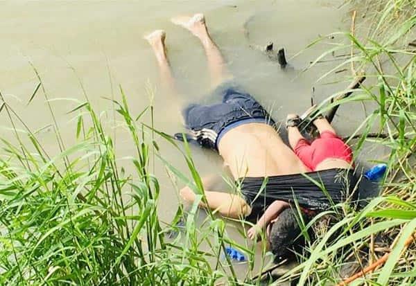Photo,Drowned Father, Daughter, Migrants, Border Peril, தண்ணீரில் தந்தை, மகள் உடல், கண்ணீரில் உலகம்