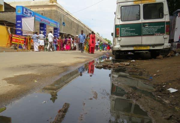 வரதர்கோவில் அருகில் கழிவுநீர்:காஞ்சியில் பக்தர்கள் முகம் சுளிப்பு