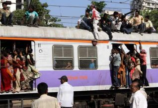 மும்பை ரயில் தடத்தில் விபத்துகள்: 16 பேர் பலி
