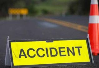 நகரி அருகே பஸ், கார் மோதல்: 4 பேர் பலி