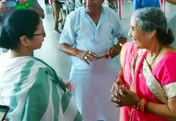 யசோதா பென்னை சந்தித்தார் மம்தா: இன்று மோடியுடன்  சந்திப்பு