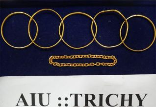ரூ.53 லட்சம் மதிப்பு தங்கம் பறிமுதல்