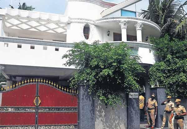 சென்னையில் தொழிலதிபர் வீட்டில் 120 சவரன் தங்க, வைர நகைகள் கொள்ளை