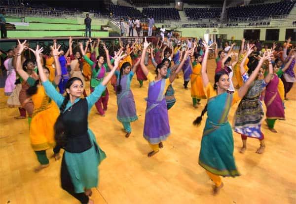 சீன அதிபர்  சிறப்பு கலை நிகழ்ச்சிகள்: 34 இடங்களில் மேடை ப்பு