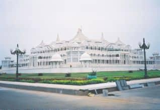கல்கி ஆசிரமத்தில் ரெய்டு