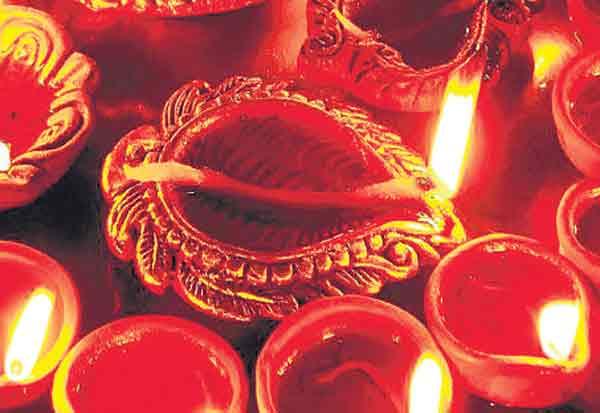 துபாயில் தீபாவளி திருவிழா ஆயிரக்கணக்கானோர் பங்கேற்பு Tamil_News_large_2397248