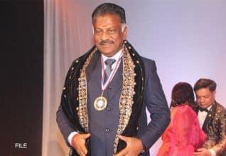 'பண்பின் சிகரம்' ஓ.பி.எஸ்.,; அமெரிக்காவில் விருது