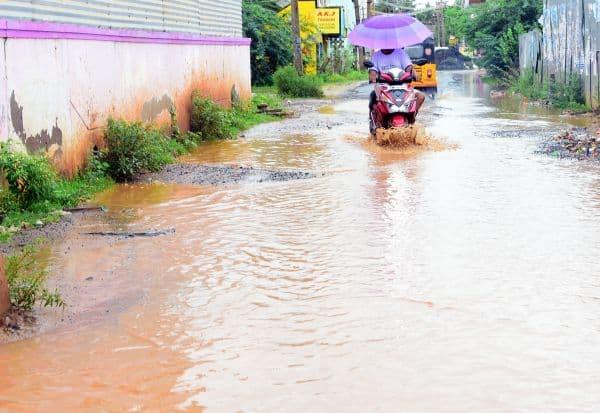 மழை நீரில் மிதக்கும் ராமநாதபுரம்