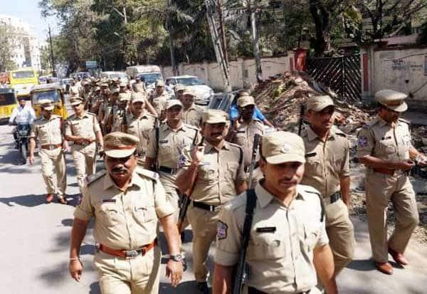 Telangana, Police, VIP, தெலுங்கானா, போலீஸ், விஐபி, மக்கள், பற்றாக்குறை