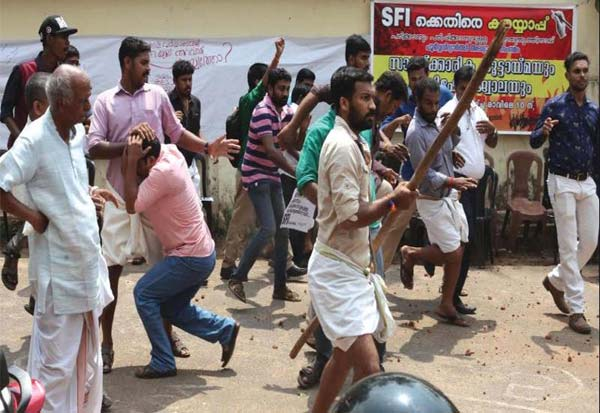 CAA, Kerala, Trissur, ABVP, SFI, Protest, Clash, குடியுரிமைசட்டம், கேரளா, போராட்டம், மோதல், ஏபிவிபி, எஸ்எப்ஐ,