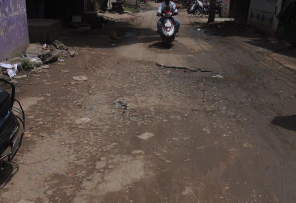 போக்குவரத்திற்கு லாயக்கற்ற கோவிலம்பாக்கம்- - மேடவாக்கம் சாலை
