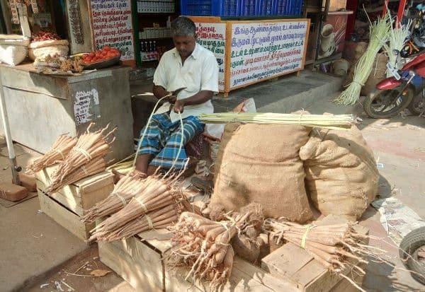 பனங்கிழங்கு சீசன் துவக்கம்: கட்டு ரூ.150க்கு விற்பனை