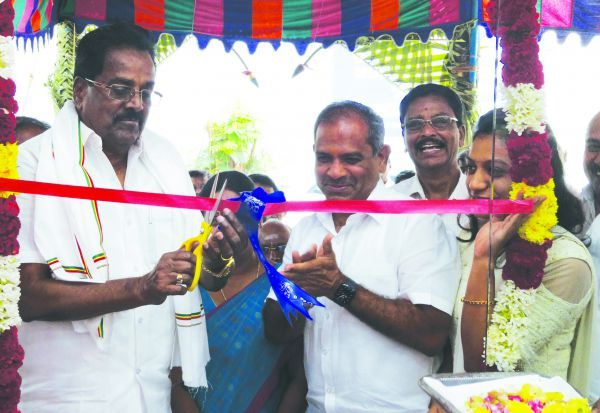 எம்.எஸ்.பி.,  கலர் கிட்ஸ் ேஷாரூம் திறப்பு விழா