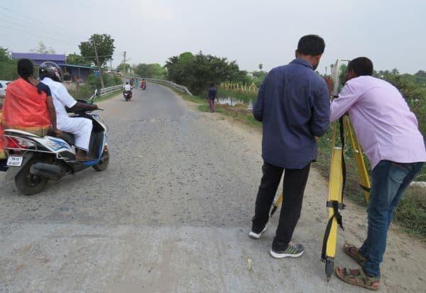 காஞ்சி - உத்திரமேரூர் சாலை விரிவாக்கத்திற்கு அளவீடு பணி துவக்கம்