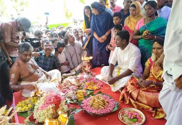 மத ஒற்றுமைக்கு உதாரணமாக மசூதியில் ஹிந்து திருமணம் Tamil_News_large_2461380