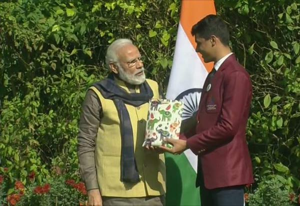 PrimeMinister, Modi, SkinGlows, Reveals, Children, PM, NarendraModi, PM_Modi, Awards, பிரதமர், மோடி, நரேந்திரமோடி, முகம், பொலிவு, மாணவர்கள், விருது,