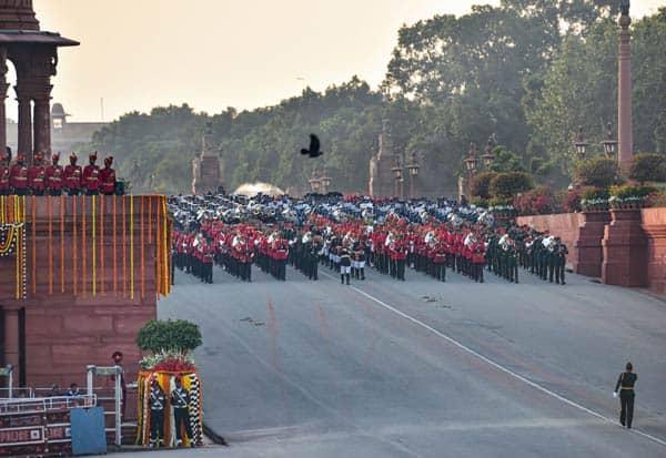 RepublicDay, BeatingRetreat, Ceremony, President, RamNathKovind, Delhi, PM, Modi, DeputyPresident, VenkaiahNaidu, குடியரசுதினம், பாசறை, முப்படை, அணிவகுப்பு, ஜனாதிபதி, ராம்நாத்கோவிந்த், டில்லி, பிரதமர், மோடி, துணைஜனாதிபதி, வெங்கையாநாயுடு,