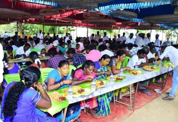 அ.தி.மு.க., பிரமுகர் விருந்தளிப்பு