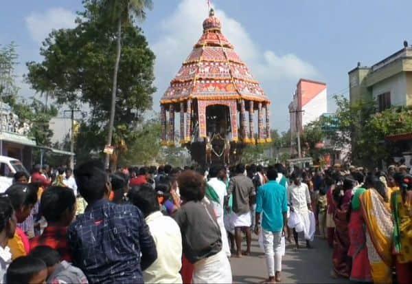 திருவெண்காடு கோவில் தேரோட்டம்:  திரளான பக்தர்கள் சுவாமி தரிசனம்
