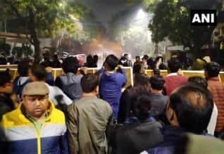 டில்லியில் முதல்வர் கெஜ்ரிவால் வீடு முற்றுகை: ...