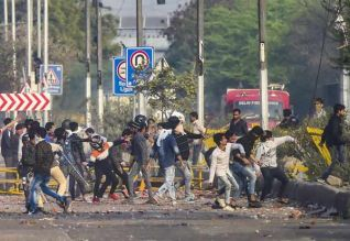 டில்லி வன்முறையில் 18 பேர் பலி: தோவல் நேரில் ஆய்வு