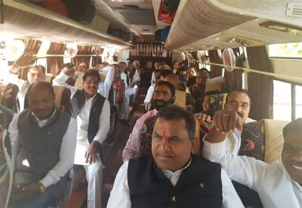 MadhyaPradesh, Congress, MLA, Jaipur, JyotiradityaScindia, Joins, KamalNath, CM, மத்தியபிரதேசம், காங்கிரஸ், எம்எல்ஏ, ஜெய்ப்பூர், ஜோதிராதித்தயா சிந்தியா, கமல்நாத், முதல்வர்