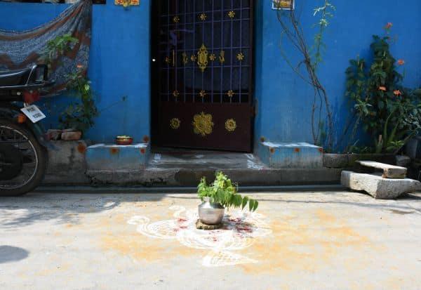 கொரோனா தொற்றை தடுக்க   கிராமங்களில் 'சென்டிமென்ட்'