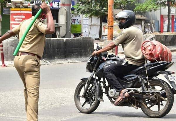 police,curfew,TamilNadu,CoronavirusOubreak,IndiaBattlesCoronavirus,போலீஸ்,லத்தி