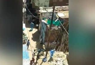 கொரோனா சோதனை: சுகாதார பணியாளர்கள் மீது தாக்குதல்