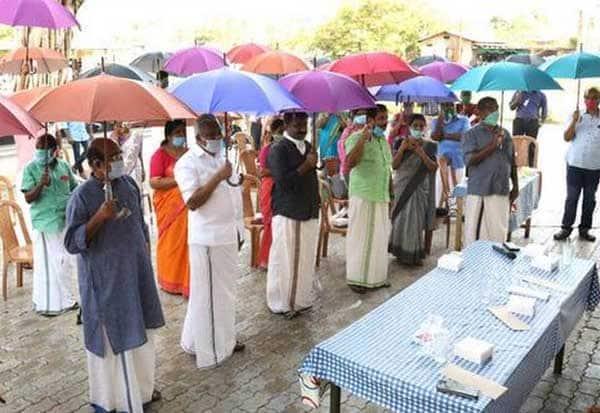 சமூக இடைவெளிக்கு குடை பிடிங்க: ஆலப்புழாவில் அசத்தல் Tamil_News_large_2529336