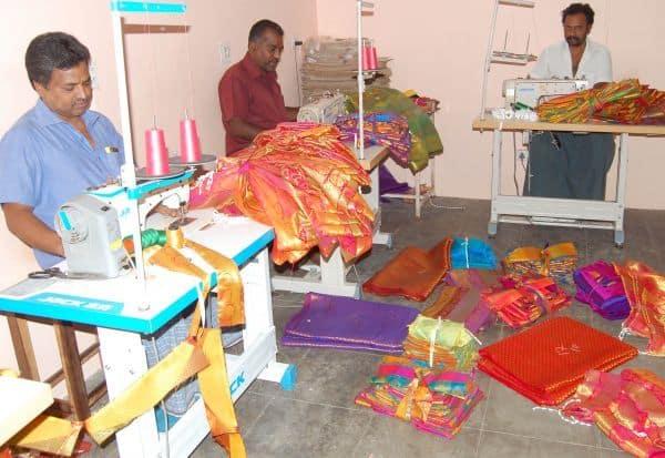 ரெடிமேட் ஆடை தயாரிப்பை முடக்கியது கொரோனா: வேலை இழந்து தவிக்கும் தொழிலாளர்கள்
