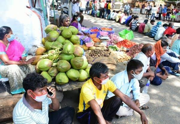 சொந்த ஊருக்கு அனுப்ப கோரி திரண்ட வடமாநில இளைஞர்கள்