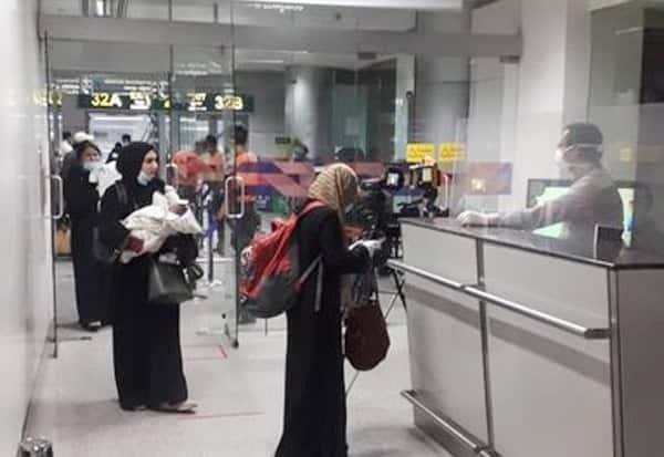 Vande Bharat Mission, Telangana, Air India, flight, Doha, Qatar, 184 Indians, landed, Hyderabad