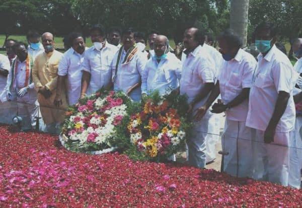 சமூக விலகலை கடைப்பிடிக்காமல் ராஜிவ் நினைவிடத்தில் அஞ்சலி