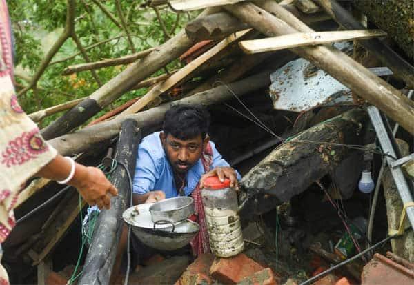மேற்கு வங்கத்தில் கடும் உணவு தட்டுப்பாடு; தொடரும் போராட்டம் Tamil_News_large_2546476