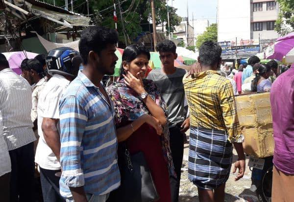 பூமார்க்கெட் மக்கள் கூட்டத்தில்  மாயமானது சமூக இடைவெளி