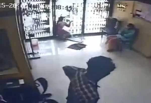 Kerala Woman, Crashes, Glass Door, Bank, Dies, Accident On CCTV, kerala, ernakulam, perumbavoor,  CCTV, Beena Paul, C Jayakumar, police officer, CCTV visuals, internal injuries, glass piece pierced into her abdomen,