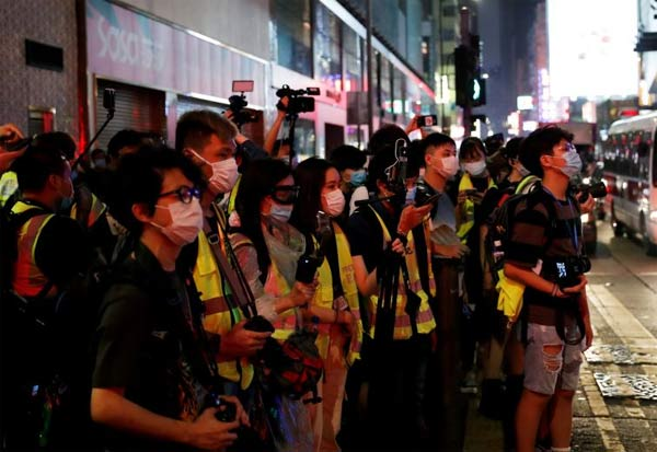 Security Law, Threatens, Journalists, Hong Kong, China's security law, media watchdog, Beijing, Cédric Alviani, East Asia director,  allegations of national security-related crimes, ஹாங்காங்,  பத்திரிகையாளர்கள், வெளியுறவுத்துறை, எதிர்ப்பு