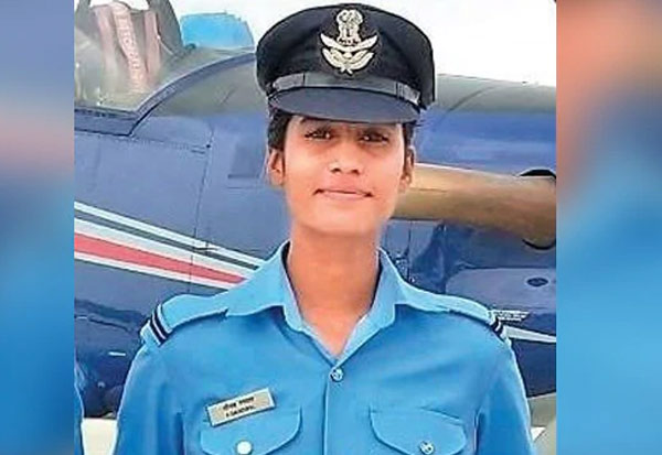 mp, teashop owner, daughter, airforce officer, anjal gangwal,  Air Force academy, tops Air Force academy, tea-shop owner's daughter, Aanchal Gangwal,  Indian Air Force Academy,  Dundigal district, flying officer, ம.பி., டீக்கடைக்காரர், மகள், விமானப்படை அதிகாரி, அஞ்சல் கங்வால்