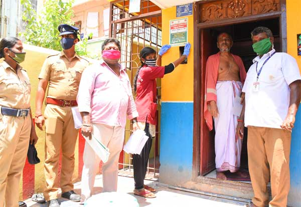 Coronavirus, Chidambaram, Dikshitar, Chidambaram temple, தீட்சிதர்கள் வீடுகளில் 'நோட்டீஸ்' : சிதம்பரத்தில் பரபரப்பு