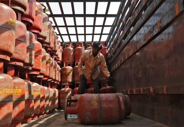 Gas, Cylinder, households, Tamil Nadu, LPG gas, tn, fuel companies, cooking gas, சமையல் எரிவாயு, காஸ், காஸ் இணைப்பு