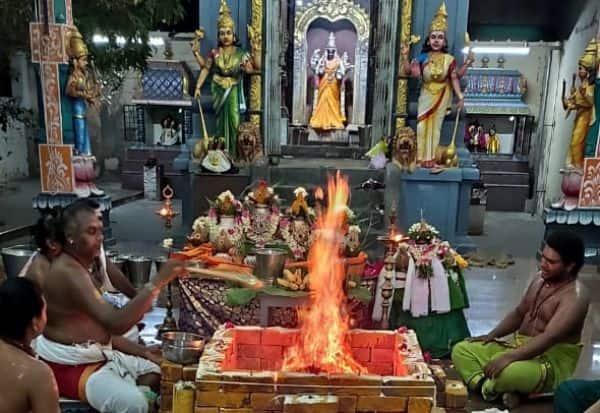 கொரோனா வைரஸ் பரவலைஒழிக்க கோயிலில் யாகபூஜை