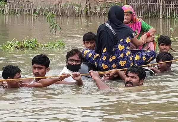 Bihar Floods, flood, bihar, பீஹார், வெள்ளம், பலி, மக்கள், தவிப்பு
